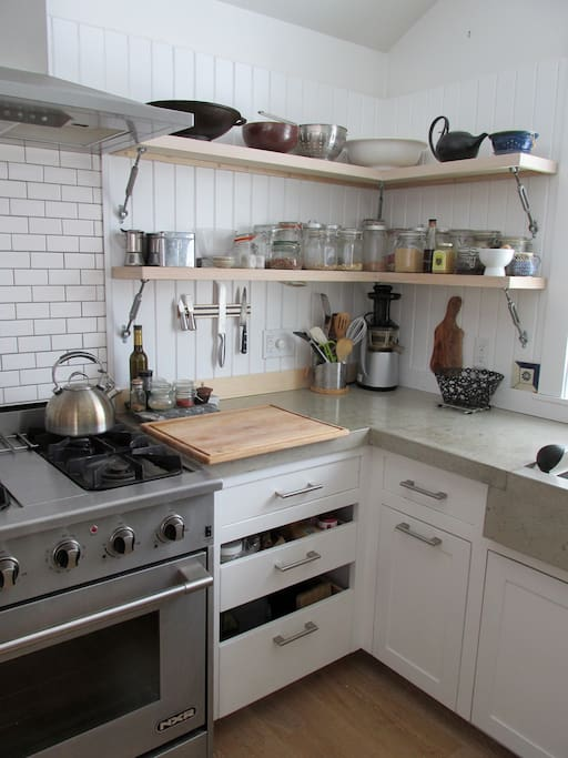 Fully appointed Kitchen with all new appliances  & all cookware.