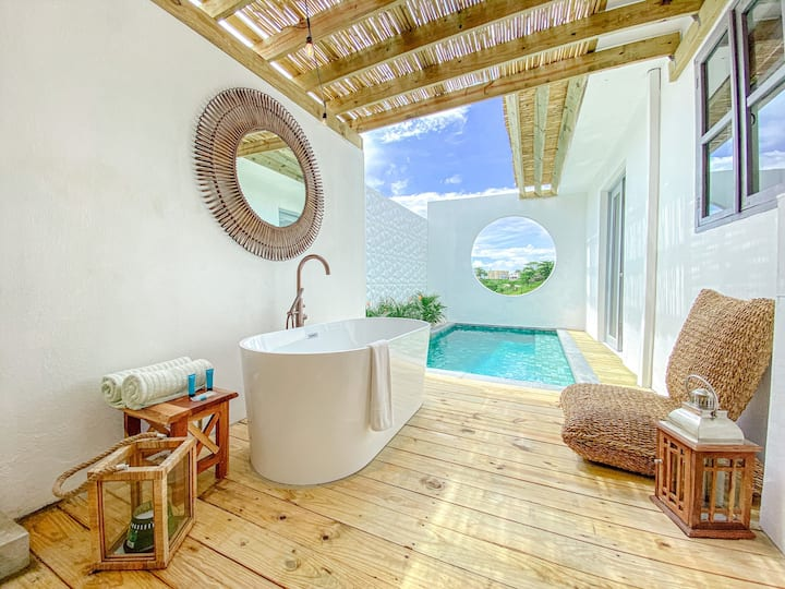 Bohemian Suite with Private pool with exterior tub