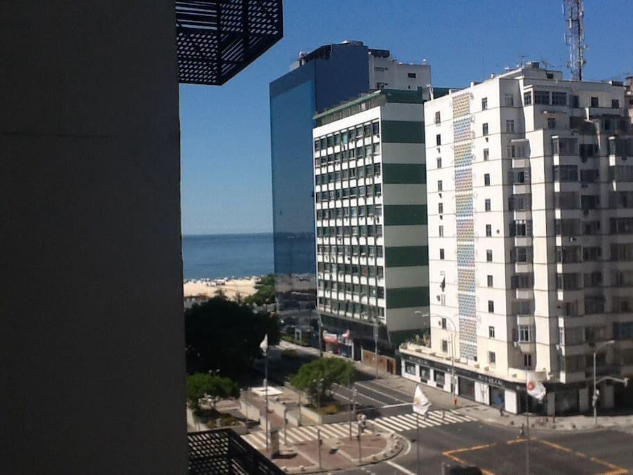 Vista para o mar à esquerda, a 100 metros da praia (copacabana beach at left view)