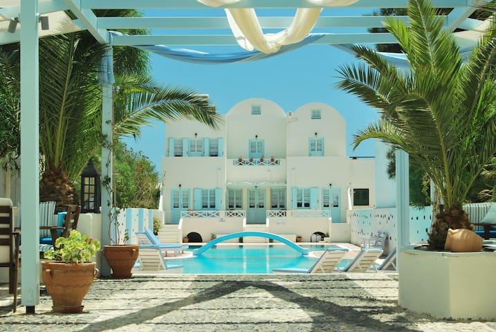 Aeolis Santorini Guest House + Pool - Perissa - House