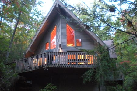 HELEN, Ga:  MTN LAUREL CHALET - 10 Acre Retreat - Sautee Nacoochee
