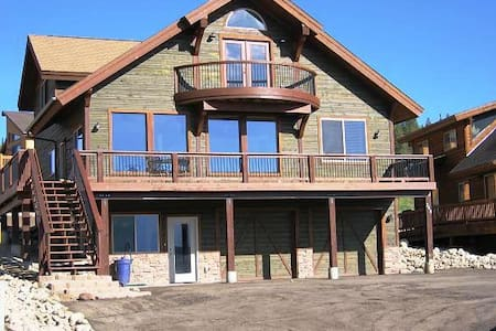 5BR House w/ Hot Tub & Great Views - House