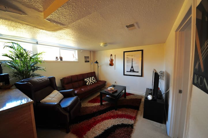 Cozy Place Denver/Lakewood with Hot tub & fire pit