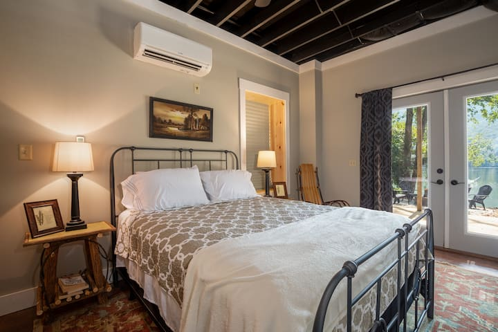 Basement Bedroom with closet