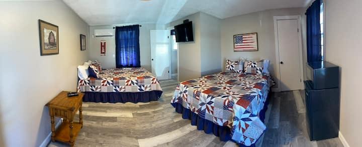 Motel at KY Lake. The patriot Room.