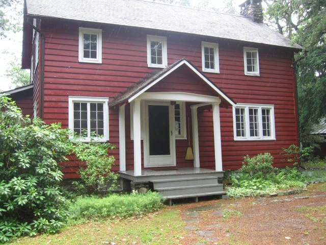 Secluded Mountain Cottage 3 miles from Woodstock