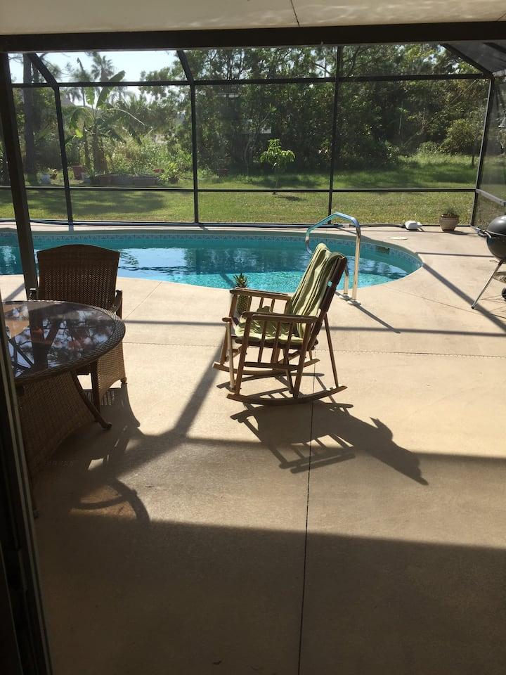 3 bd 2 ba Split plan, swimming pool.
