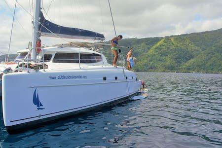 Catamaran Teahupoo - Teahupo'o