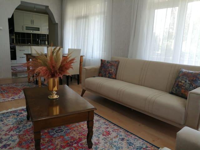 Quiet & Bright & Clean Apartment with Garden.