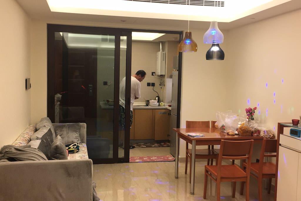 Cuisine 开放式的厨房和餐厅