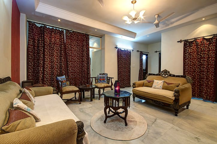 Home stay (Free wifi,meals,laundry) - New Delhi - Appartement