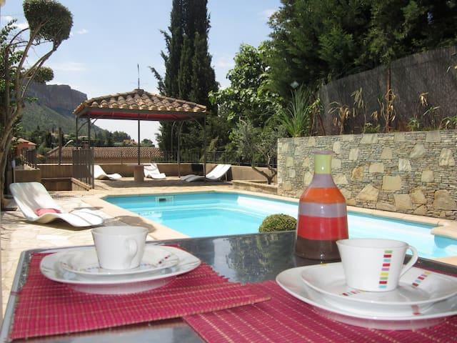 Agréable studio provençal accès direct piscine