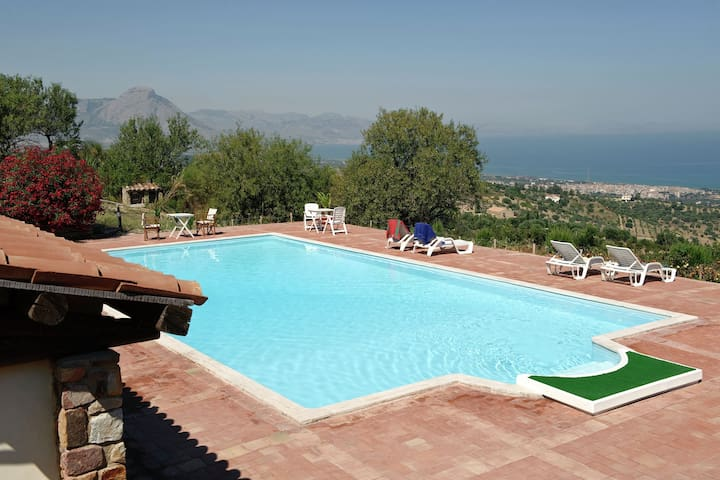 Beautiful villa with large garden, pool and breathtaking views