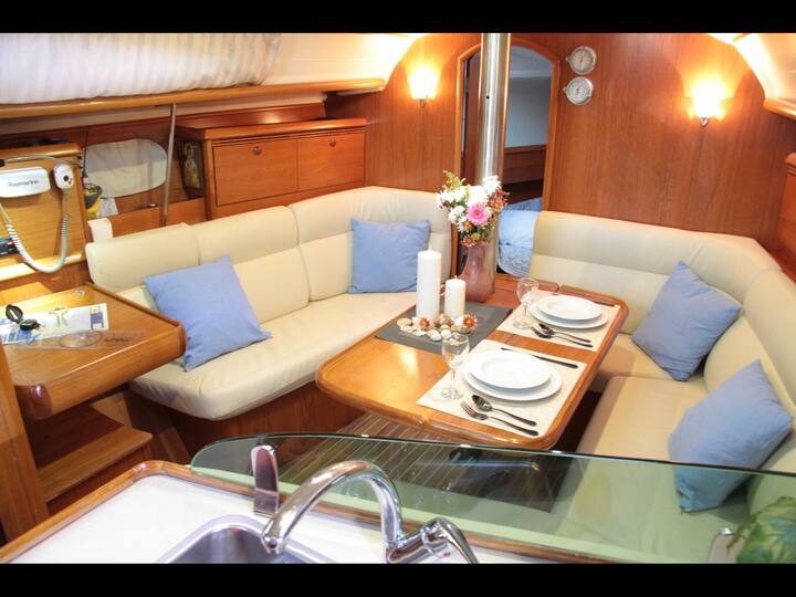 Small Yacht for rent over night