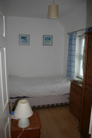 Very basic single room - Crawley