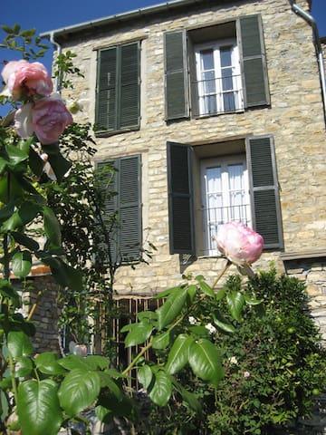 Natursteinhaus mit Garten - Candeasco - Dům