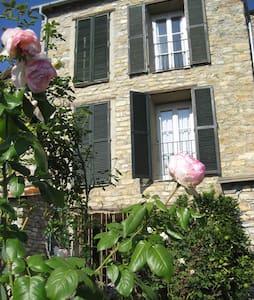 Natursteinhaus mit Garten - Candeasco - House