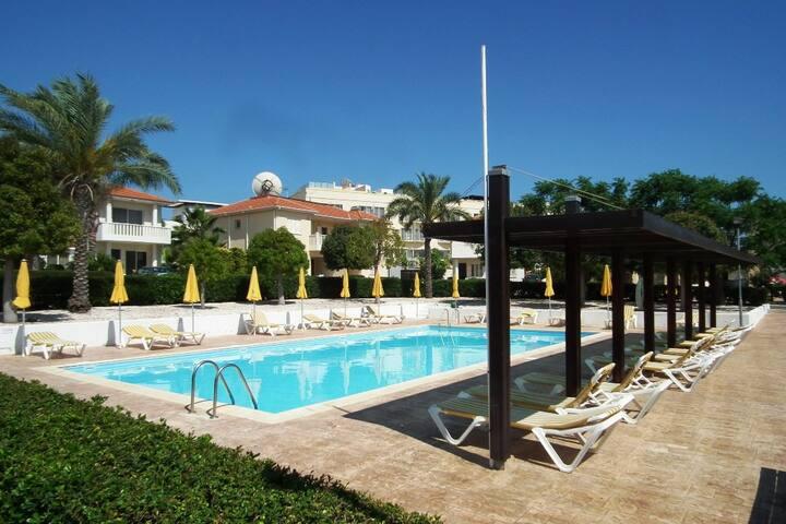 Near beach, 3 bed, communal pool
