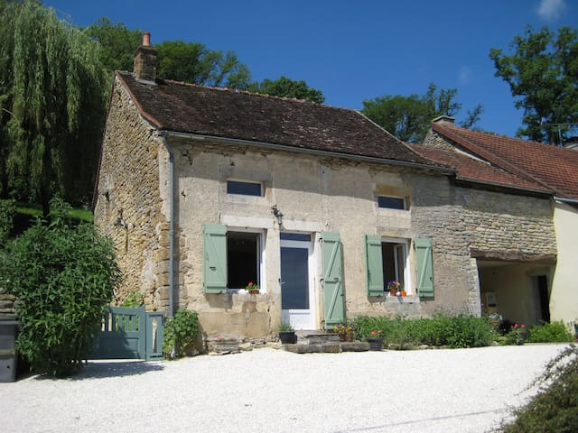 Lovely cottage in Burgundy - SAINTE-COLOMBE-EN-AUXOIS - Hytte