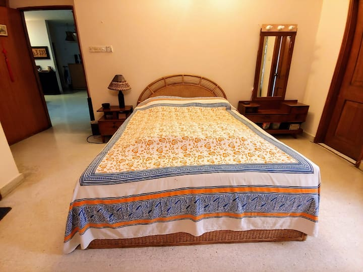 Spacious private double room w/ balcony in Gulshan