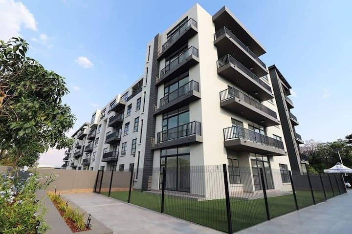 Modern upmarket apartment in the middle of Sandton
