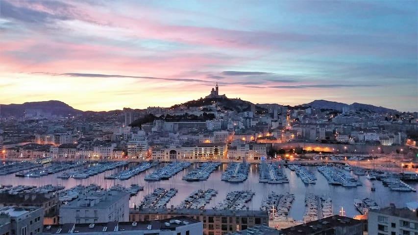Charismatic Flat in Vieux Port - Marselha - Apartamento