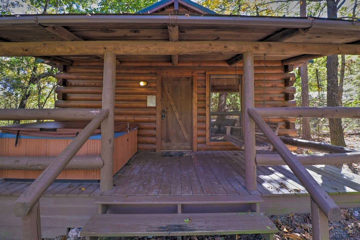 Peaceful Cabin 4 Mi to Broken Bow Lake w/ Hot Tub!