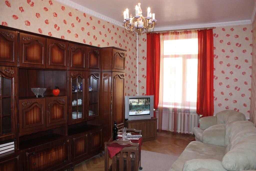 Гостиная,где вы можете насладиться спутниковым телевидением (104 канала)