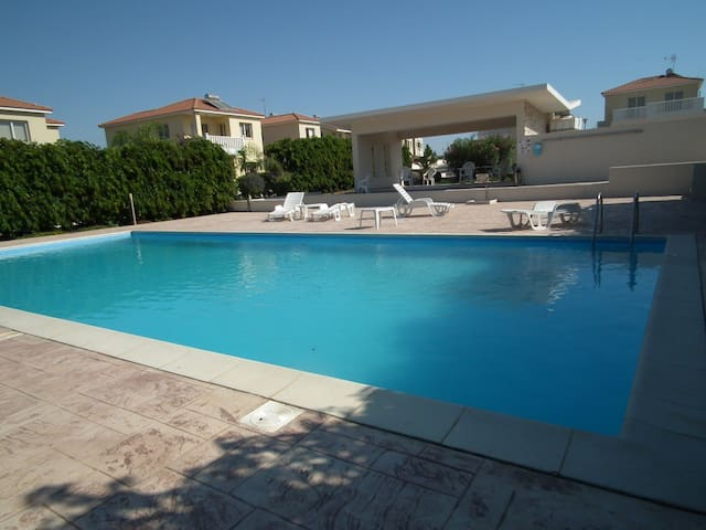 Near the beach 2 bed communal pool - Perivolia - Huis
