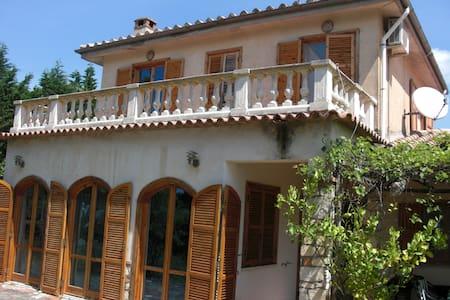 Villa in den Hügeln über Sperlonga - Sperlonga - Dom