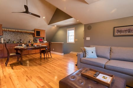 Minnetonka Carriage House Guest Suite