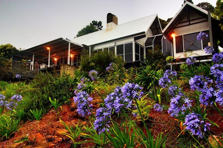 Tamborine Mountain Retreat for a memorable stay.