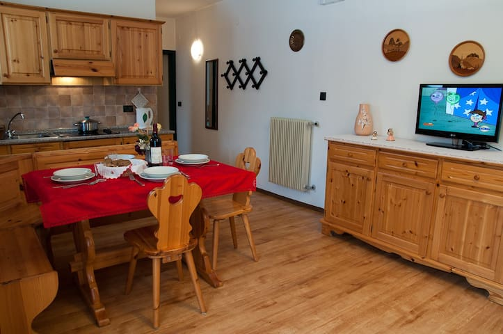 Center Val di Fassa Dolomites for 2-4 persons. BO - Pera