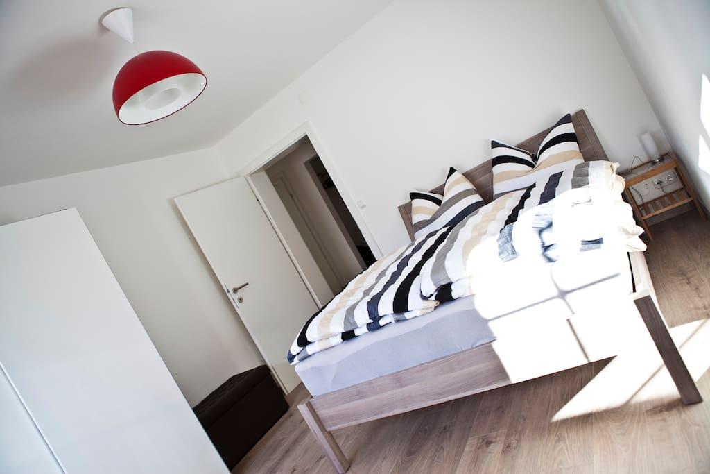 Schlafzimmer - Gebirgsbachrauschen unterm Fenster