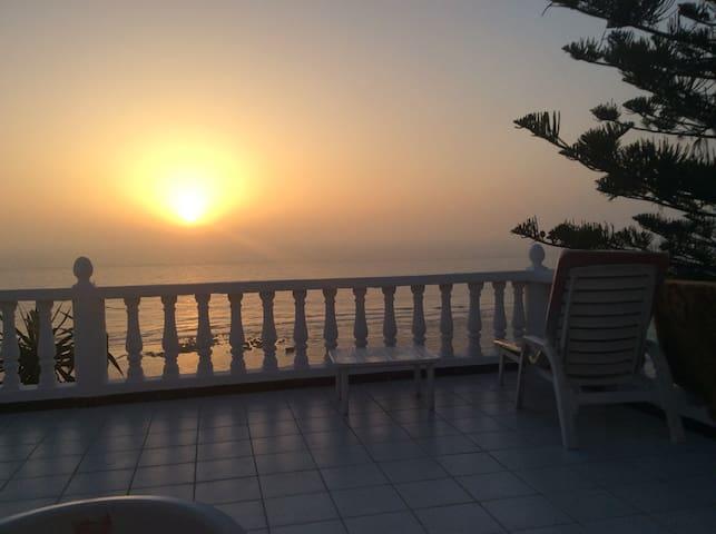 coucher du soleil depuis la terrasse du logement
