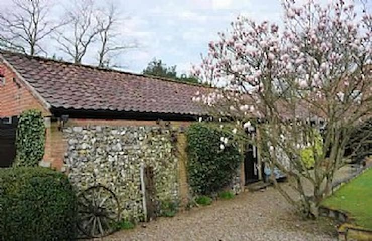 Barn House Cottage, cosy & secluded - Norwich - Huis