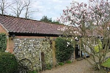 Barn House Cottage, cosy & secluded - ノリッジ - 一軒家