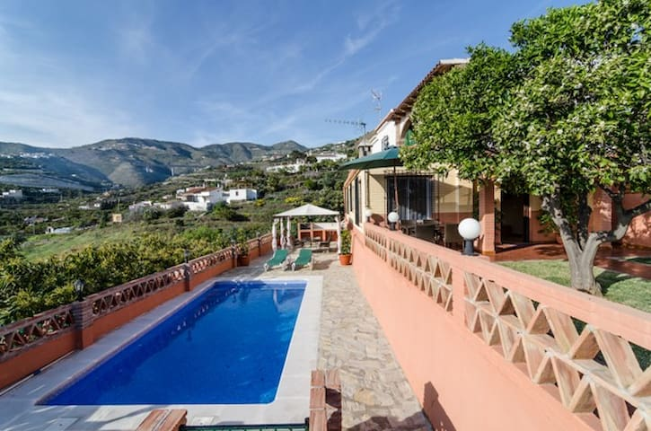 VILLA WITH STUNNING SEA AND MOUNTAINS. - Almuñécar - Huis