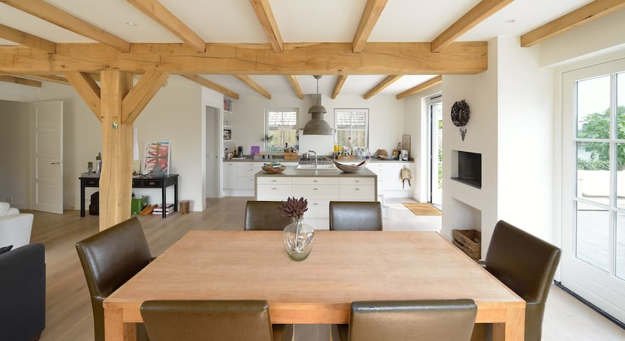 Cozy countryside feel. Spacious living room, 65 m2 open kitchen with fireplace view on river Vecht and terras.