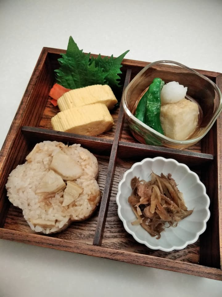 Bento box with deep-fried tofu