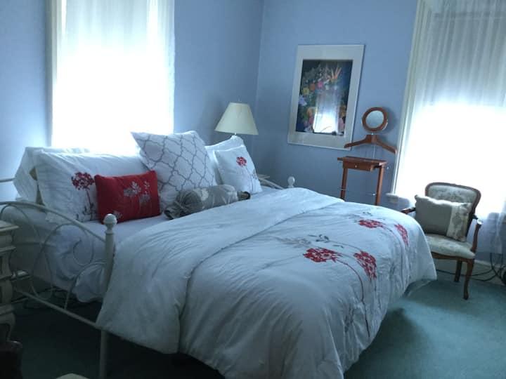 Pemberley House Bed and Breakfast King Louis Room