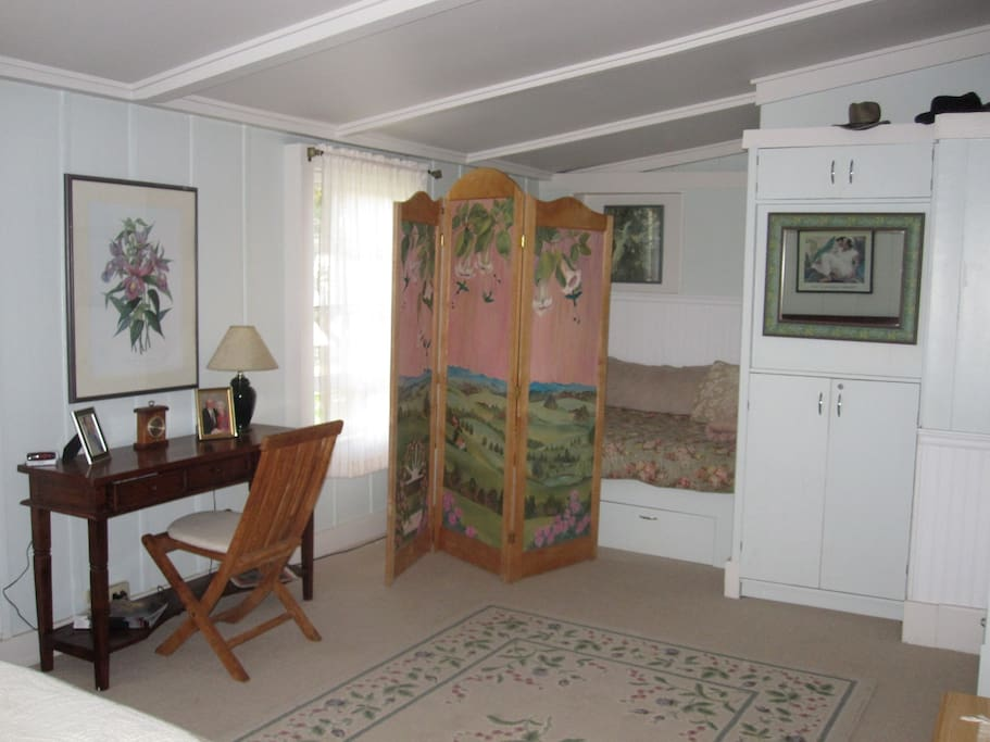 Full size bed for child or single person in the Ohana