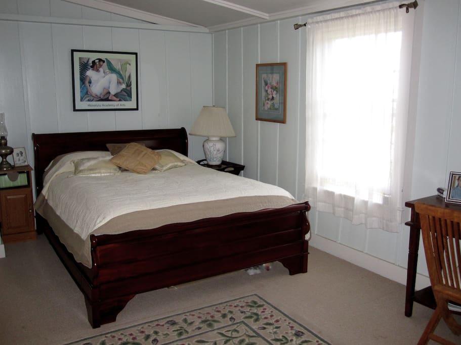 Ohana Queen bed