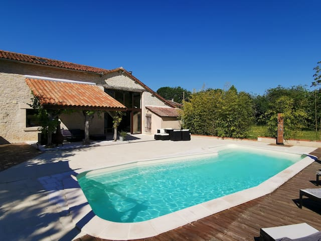 18th century restored 6 bedrooms barn with pool