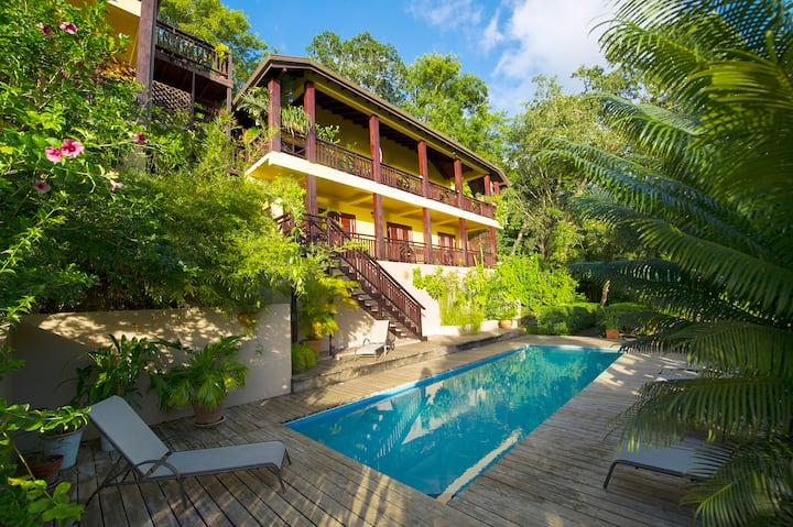 PICTURESQUE VILLA POMME D'AMOUR in Marigot Bay