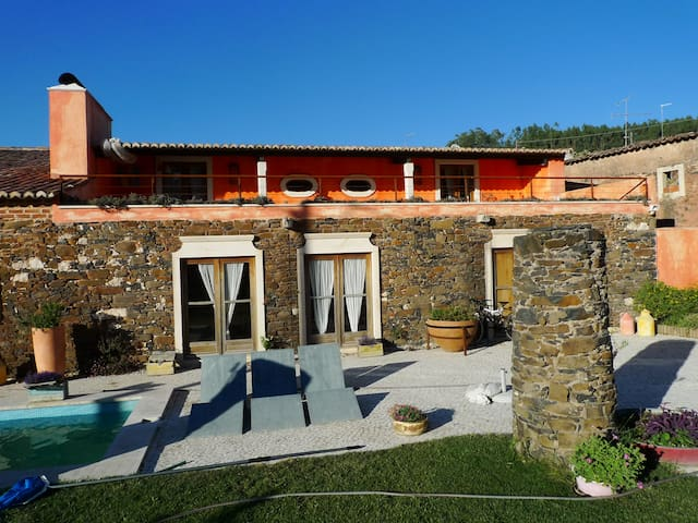 Charming Country Boutique House - Alcobertas