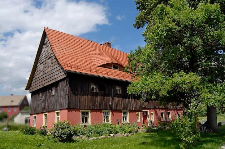 """Czerwony Dom -apartament """"Salon"""" - Wolimierz - Hus"""