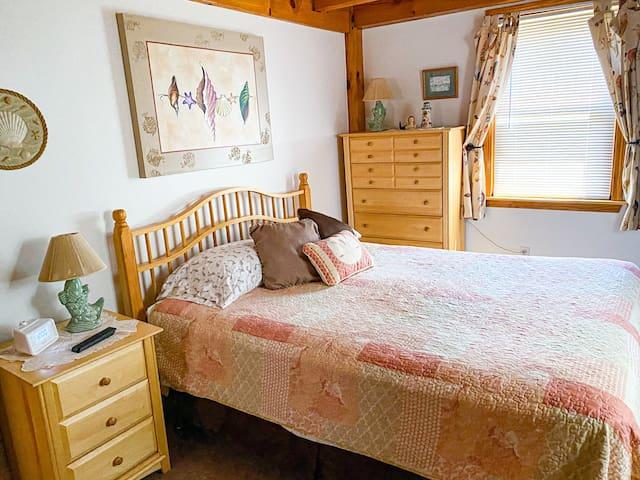 First floor bedroom w/queen