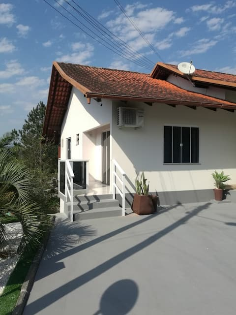 Suíte independente, centro de Pomerode com vista