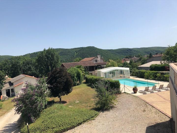 Aube-sur-la-Vallée, ample avec vue sur la vallée
